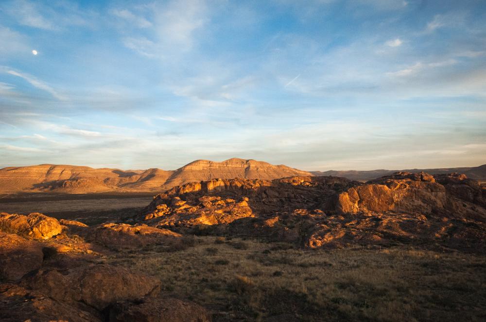 The Sun Setting Across The Mountains At Hueco Tanks