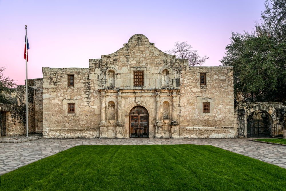 photo of an outside view of the Alamo in San Antonio